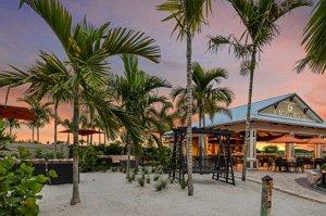 Esplanade Bahama Bar